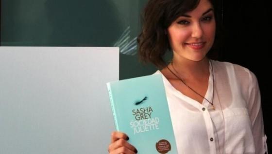 La actriz porno Saha grey escribe un libro erótico
